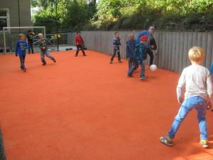 Fußballplatz mit Fallschutz